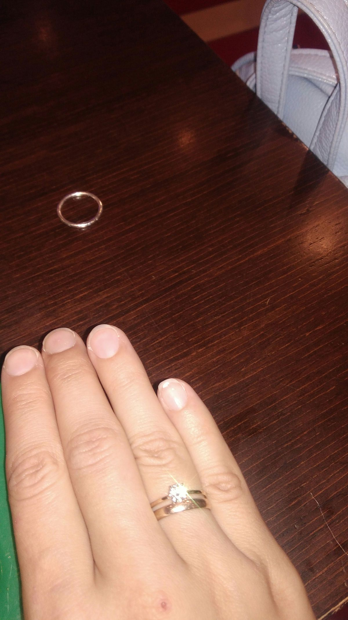 Отличное кольцо!!! Очень красиво и изящно  смотрится на руке!