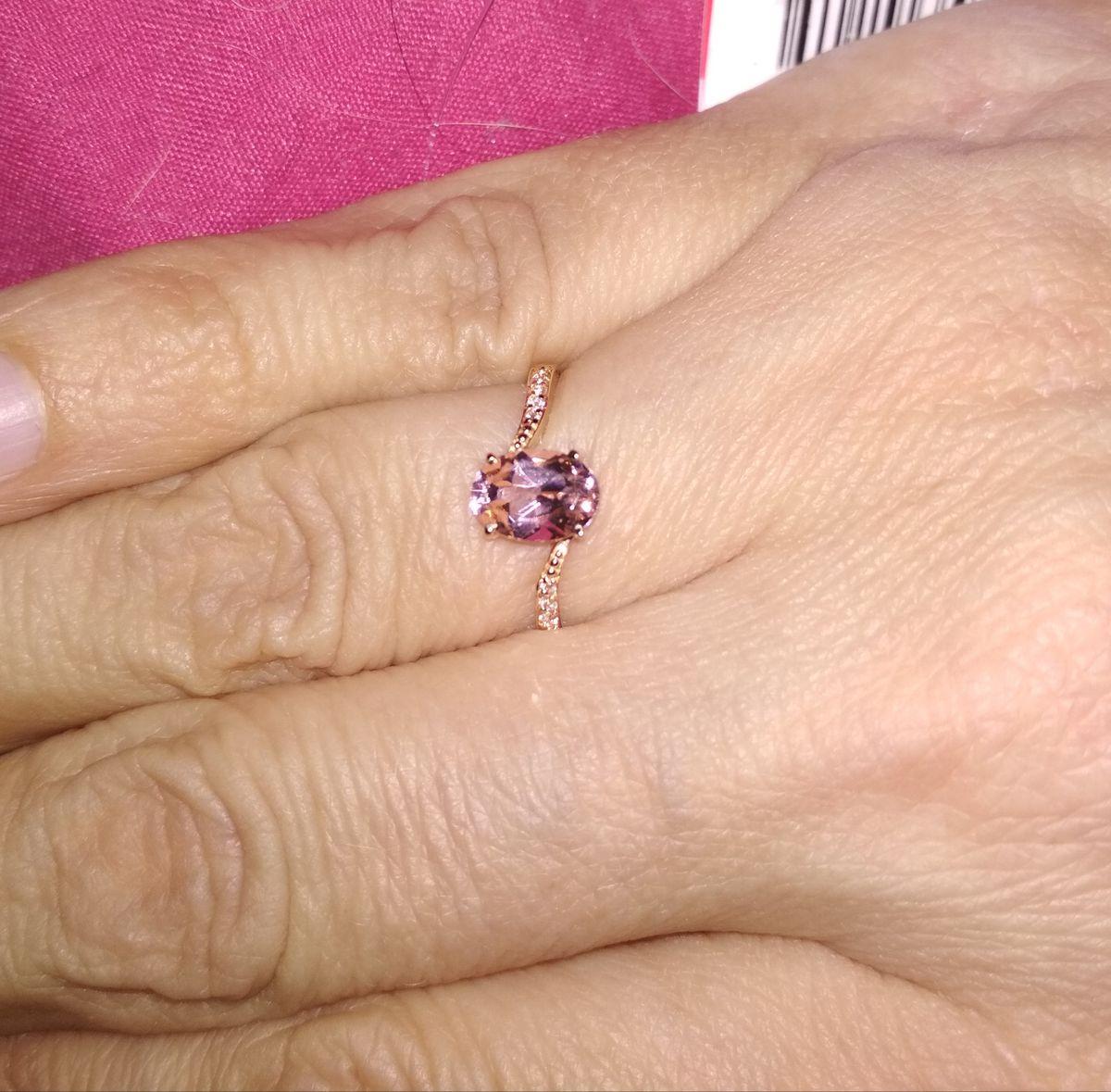 Очень нежное кольцо с розовой вставкой