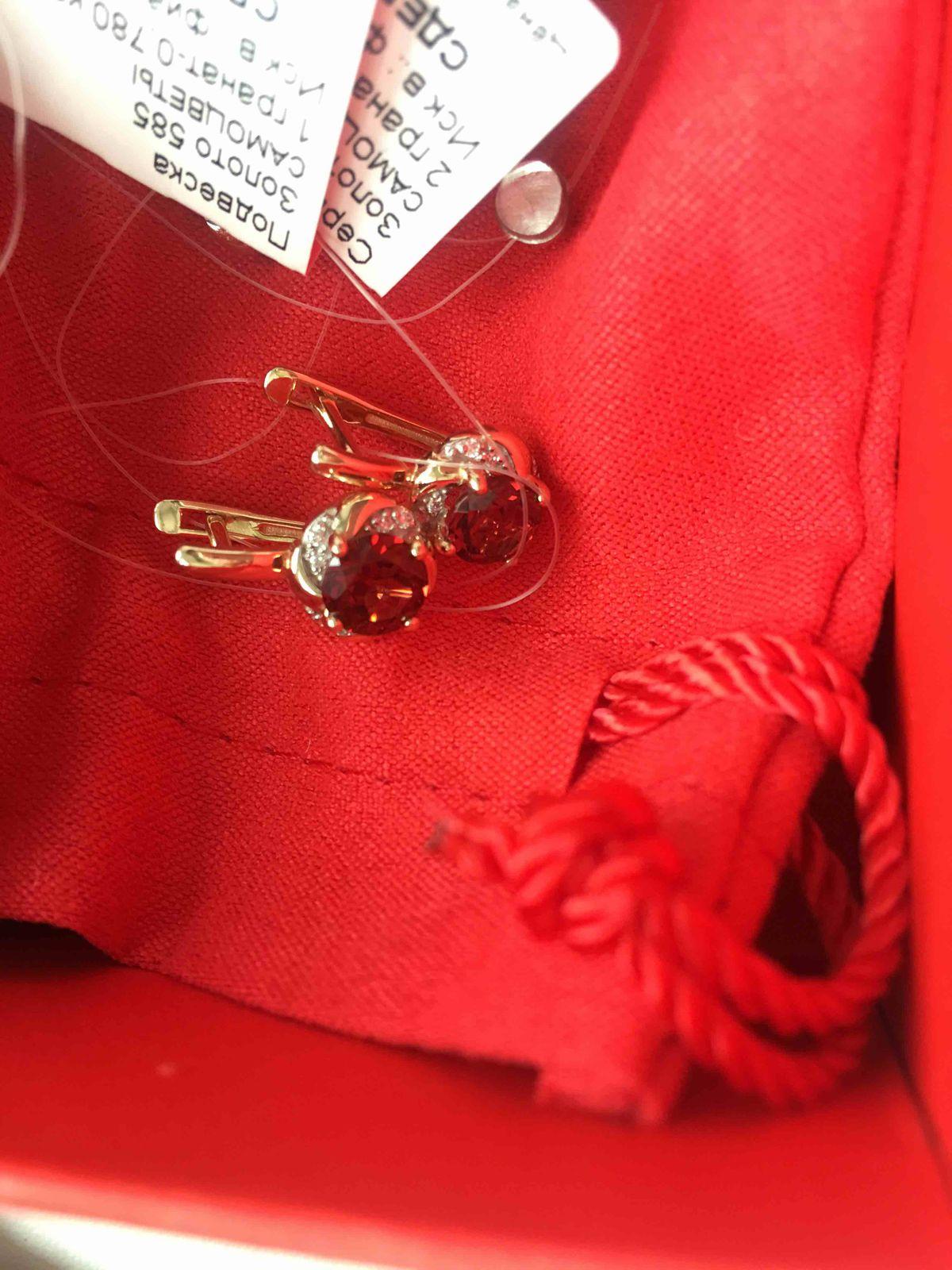 Розовое золото и гранаты