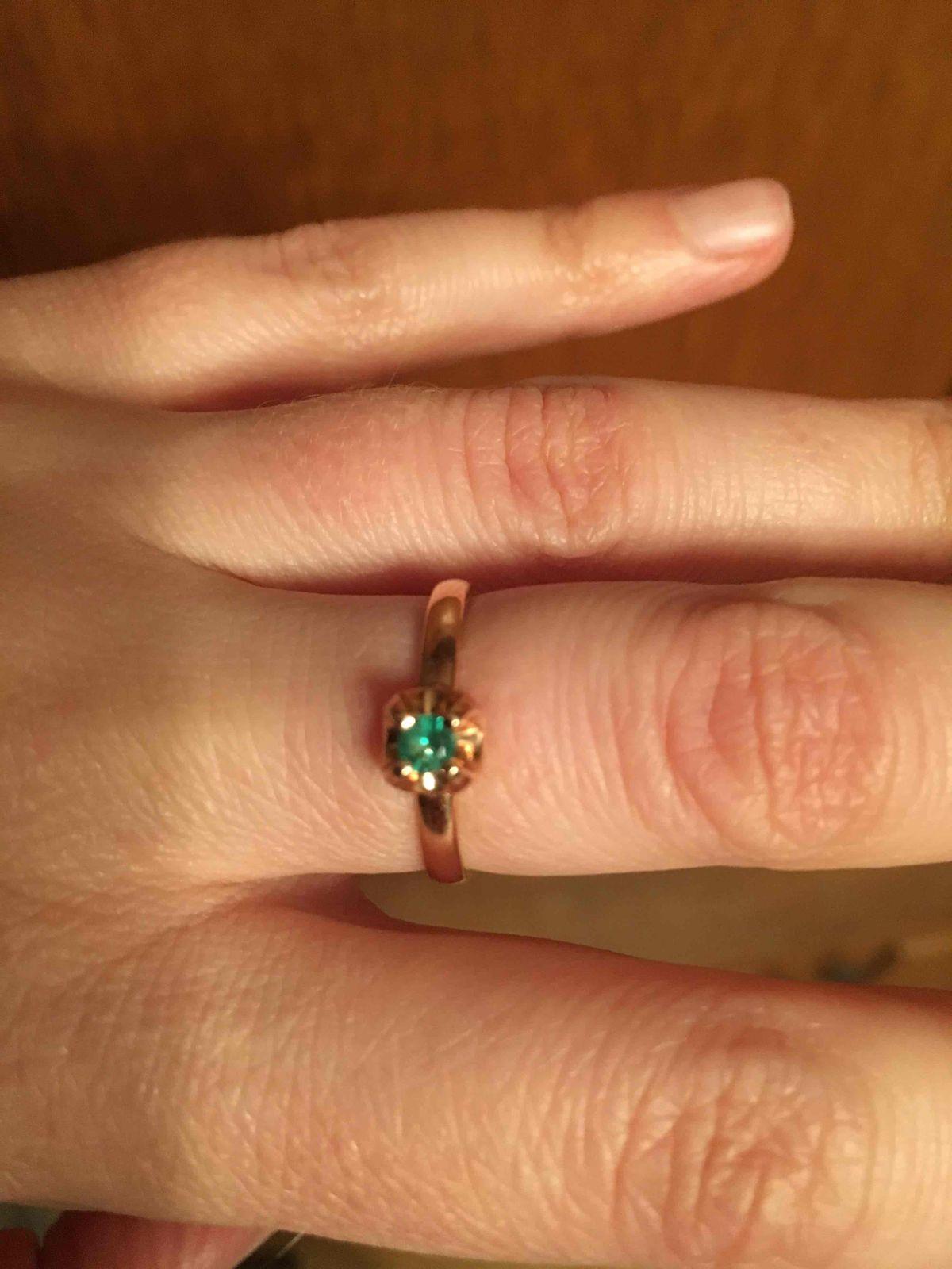 Кольцо изящное, изумруд яркий!