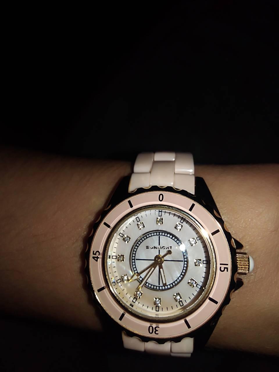 Красивые часы  с керамическим браслетом,с крутящимся элементом циферблата .