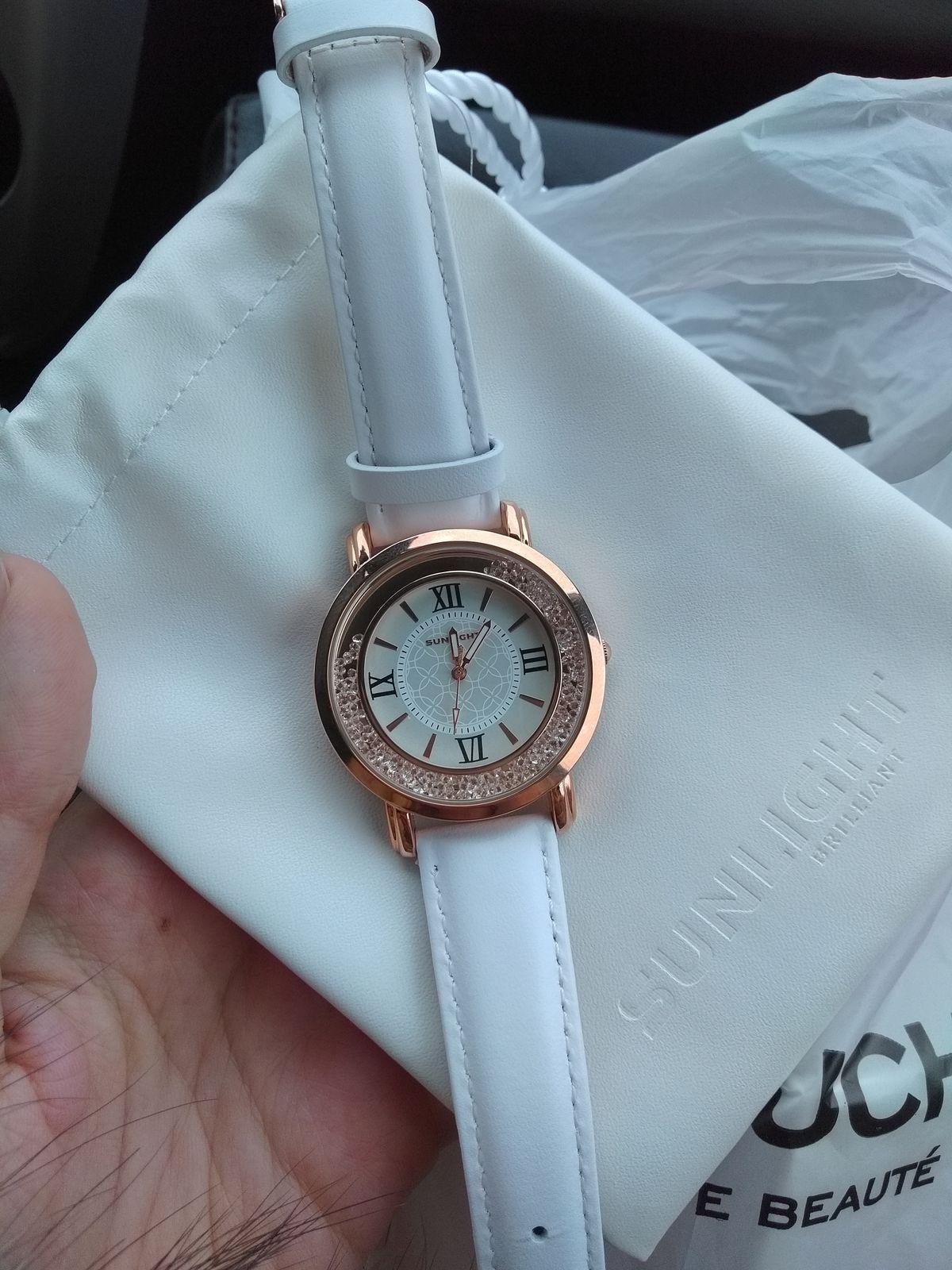 Женские часы с кристалликами))