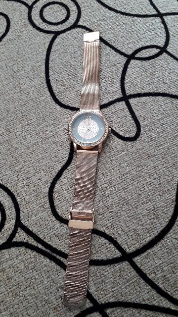 Женские часы с кристалами.