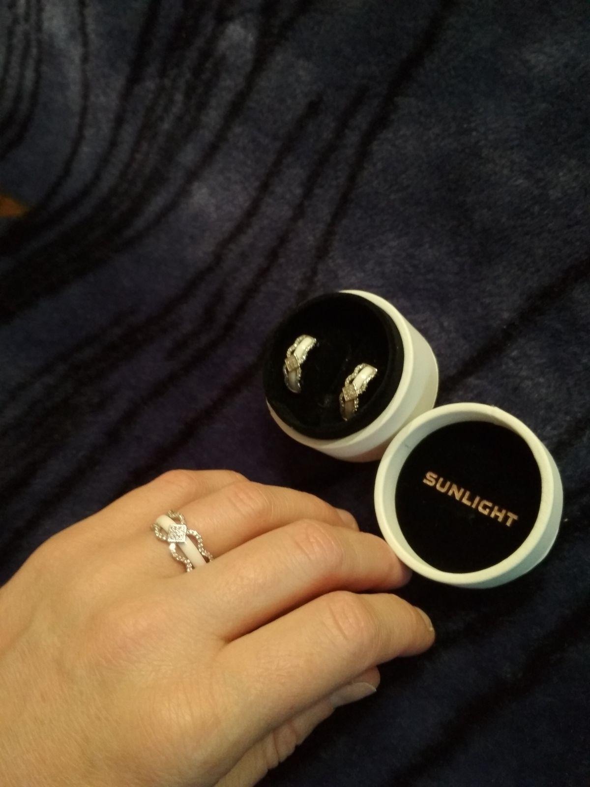 Кольцо серебряное с керамикой и фианитами.