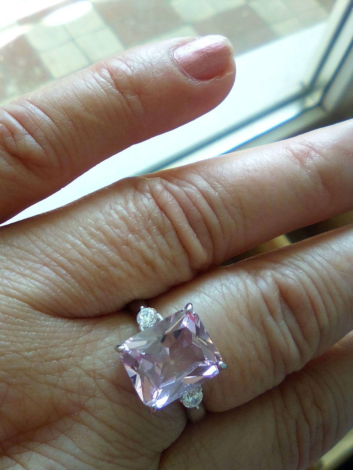 Колчко с розовым камнем