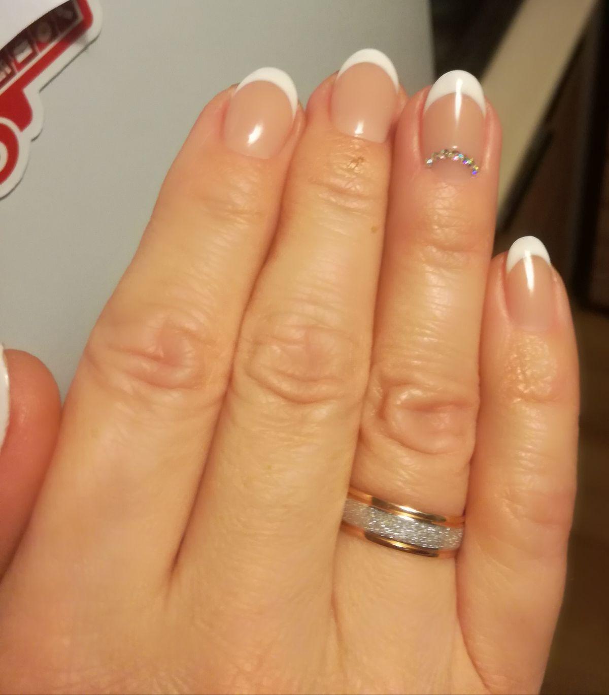 Очень милое обручальное кольцо.