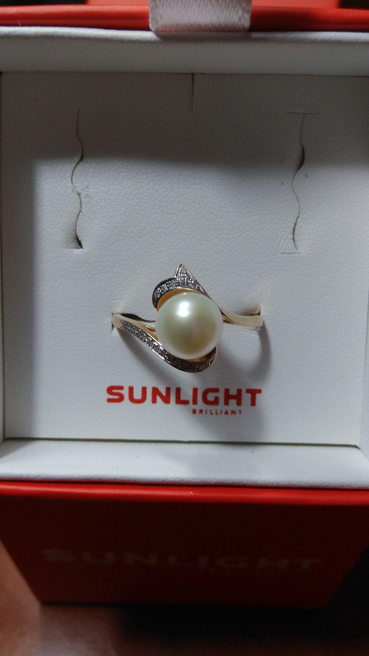 Кольцо с бриллиантами и жемчугом.