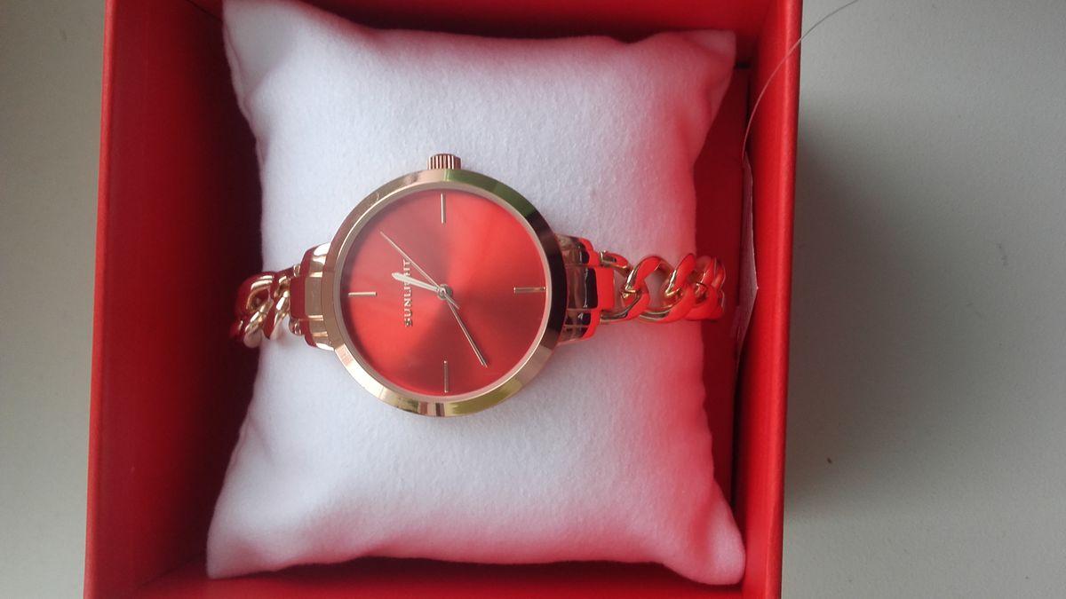 Часы смотрятся элегантно , выглядят богато