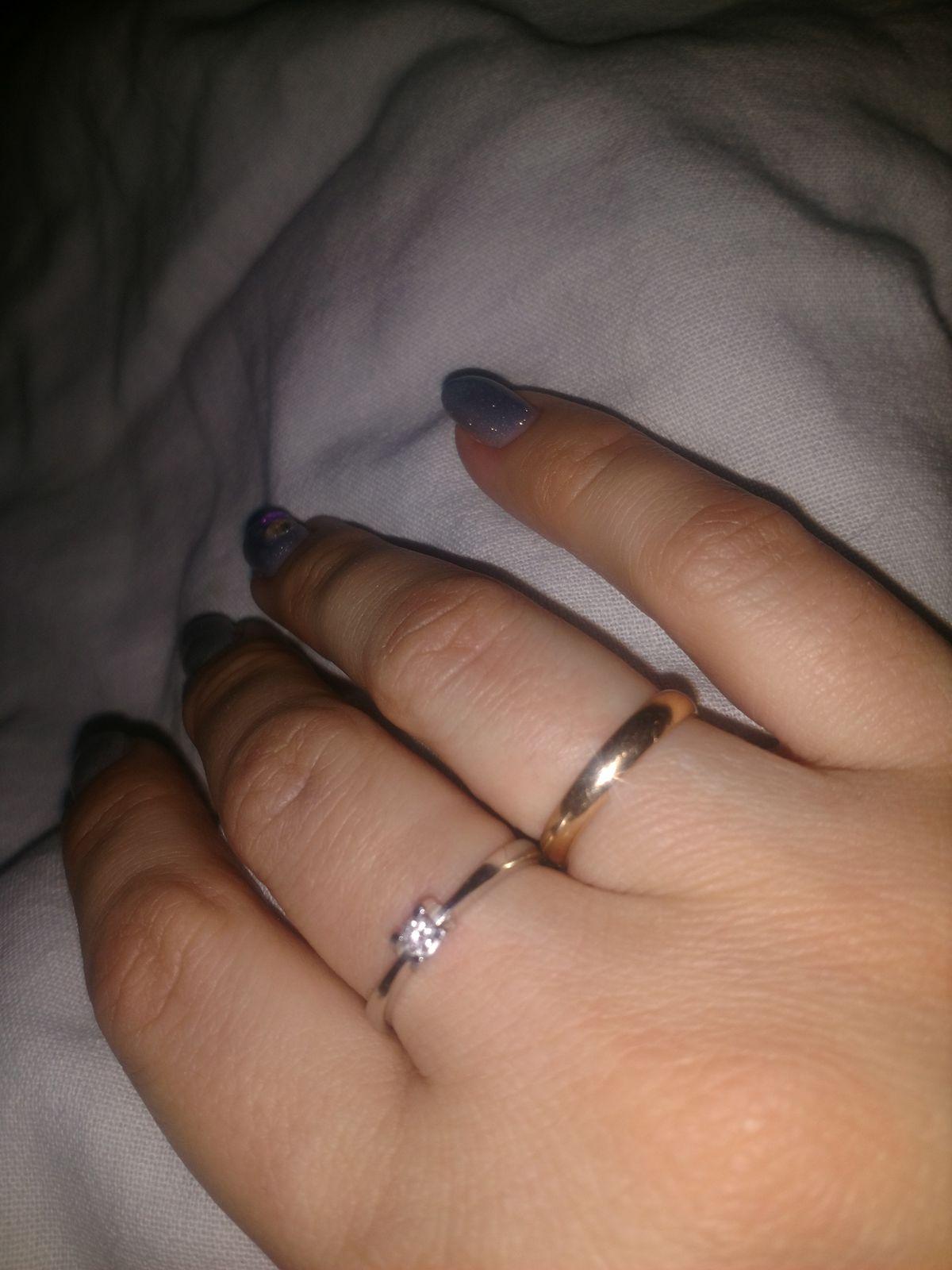 Милое кольцо с бриллиантом.