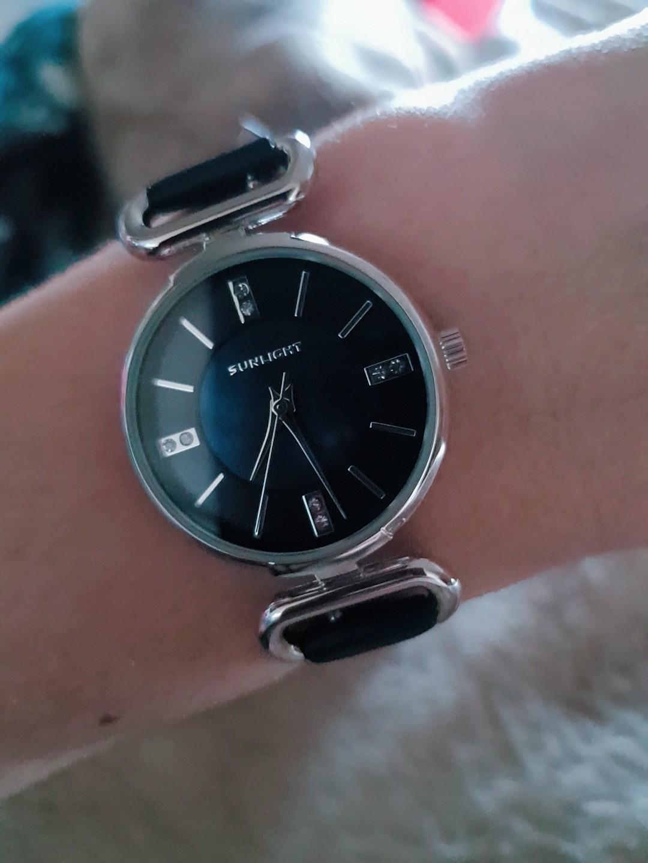Серебряные часы с синим ремешком