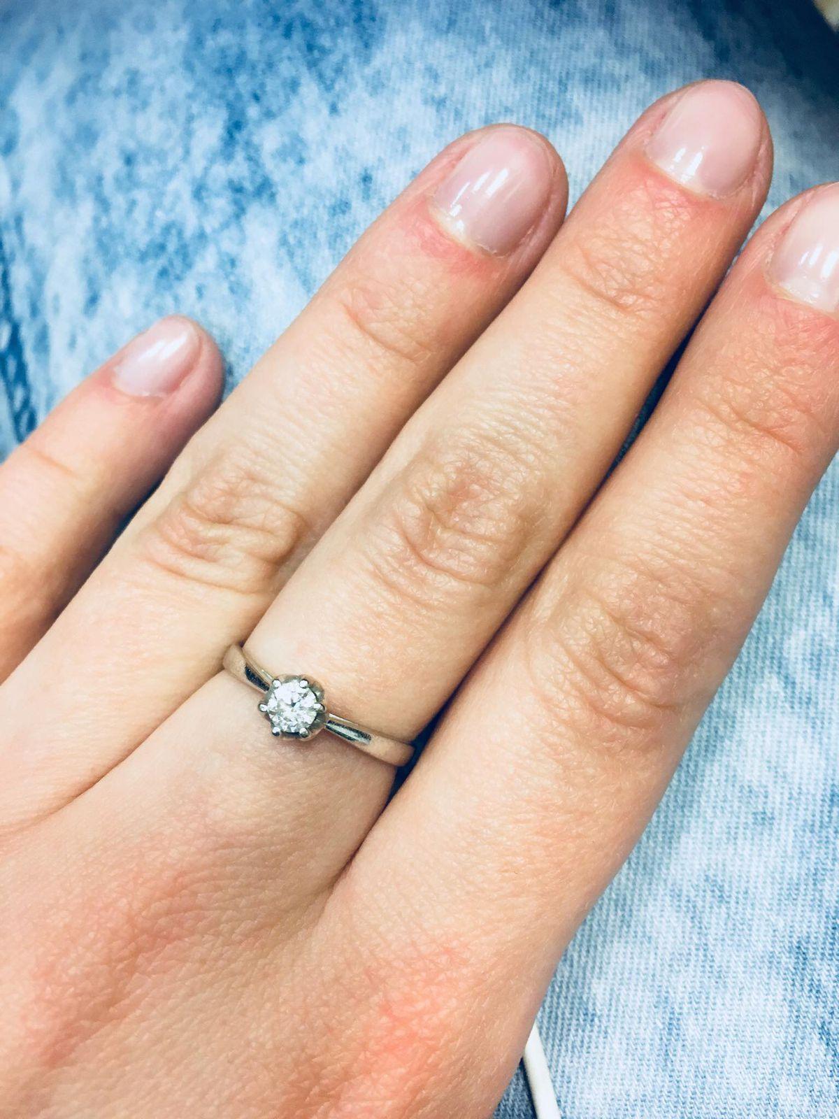Прекрасное помолвочное кольцо!