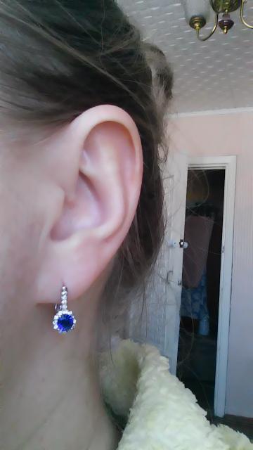 Красивые серебряные сережки с фианитами.Хороший подарок сестре к празднику.