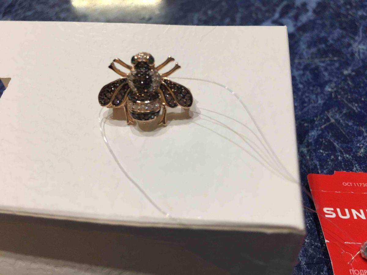 Пчелка брошь