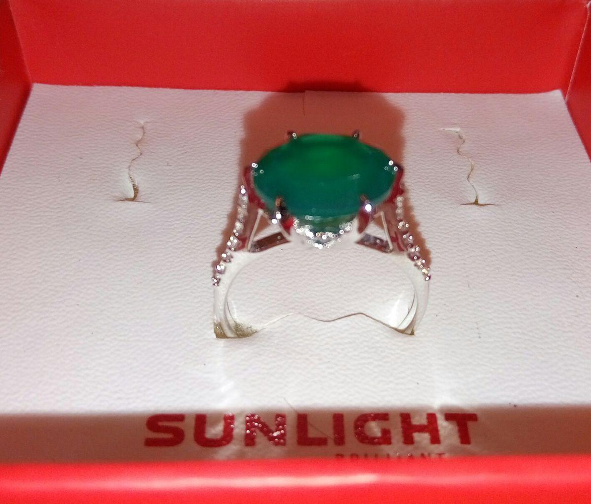 Серебряное кольцо с зеленым агатом.