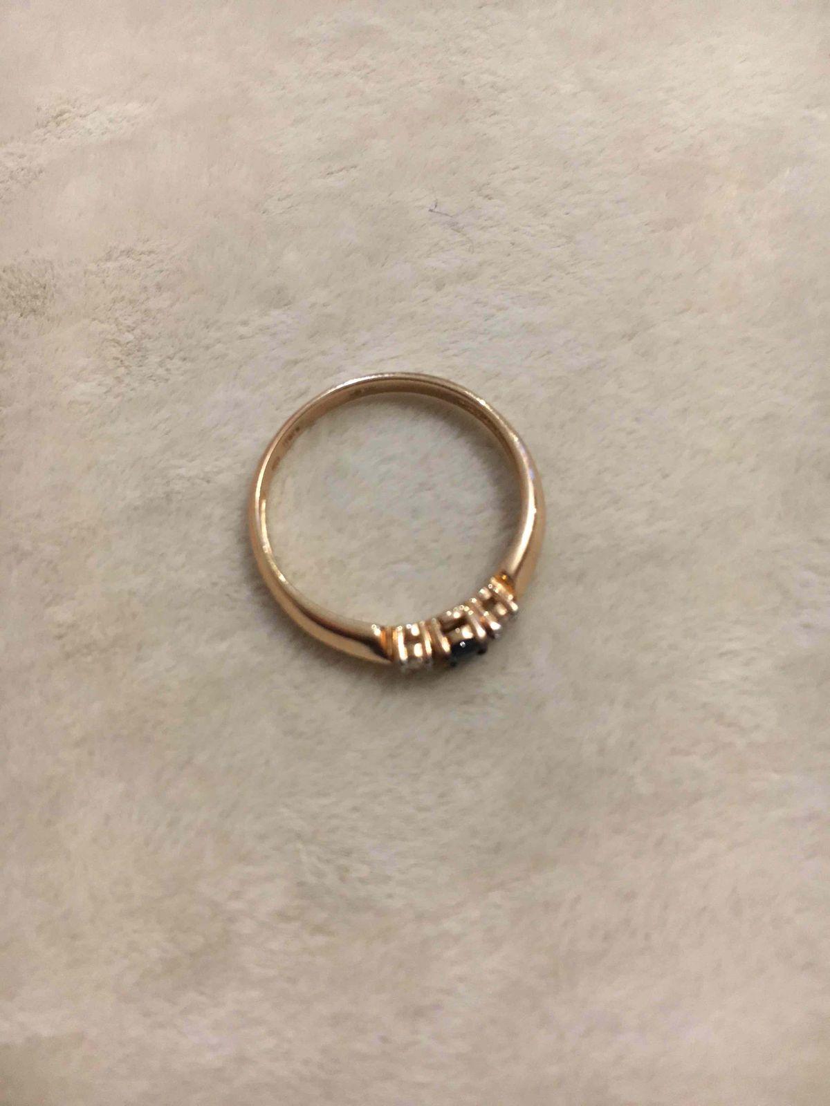 Очень красивое и элегантное кольцо. красивое сосетание цветов. Я довольна!!