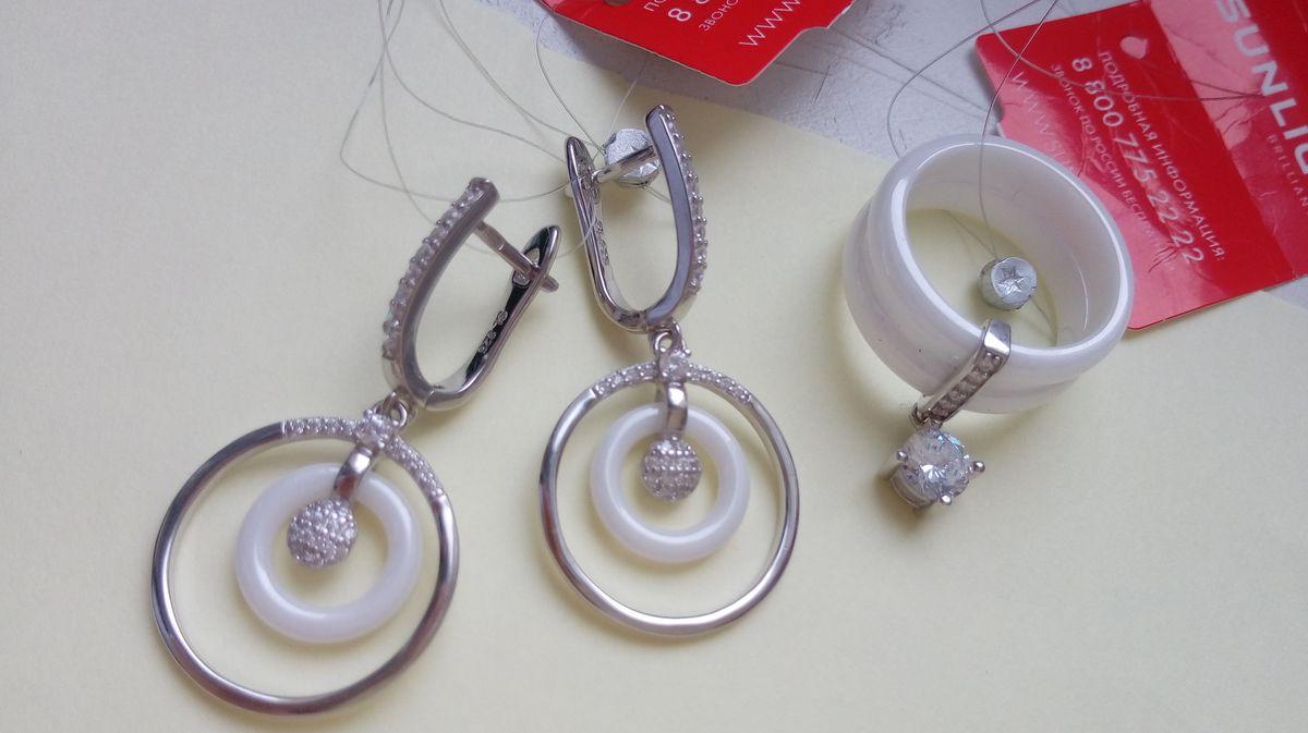 Серебряные серьги с белой керамикой