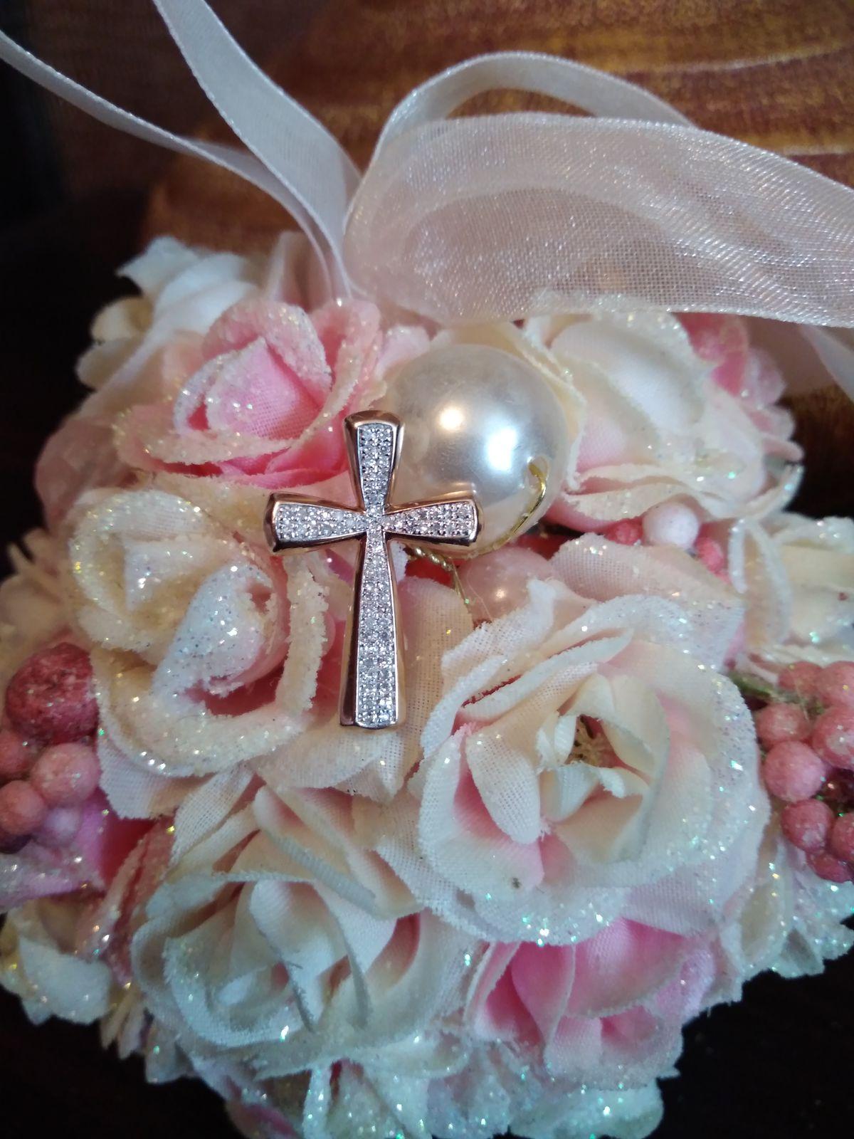 Крестик из розового золота с бриллиантами