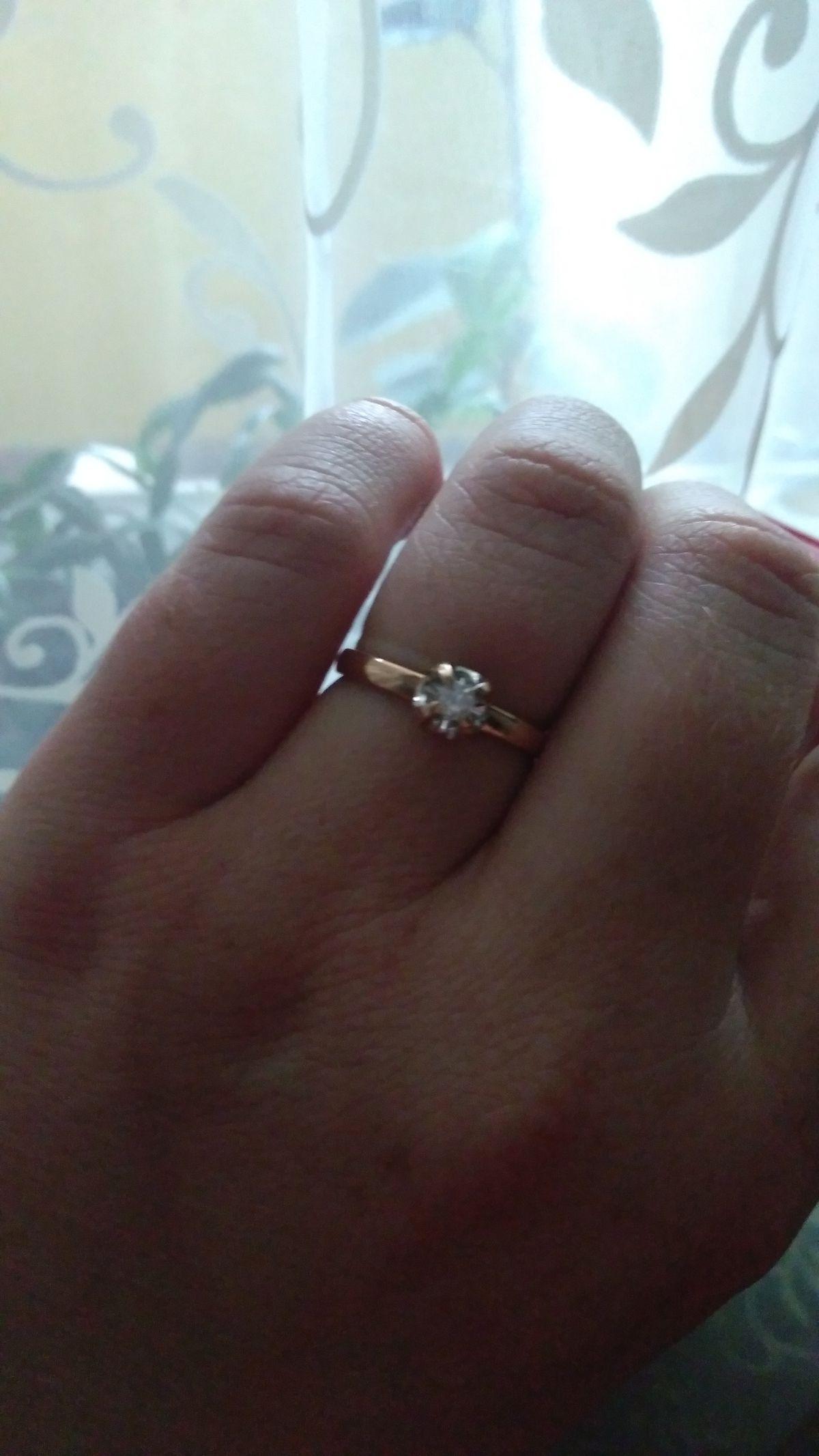 Скромно. Но утонченное кольцо.