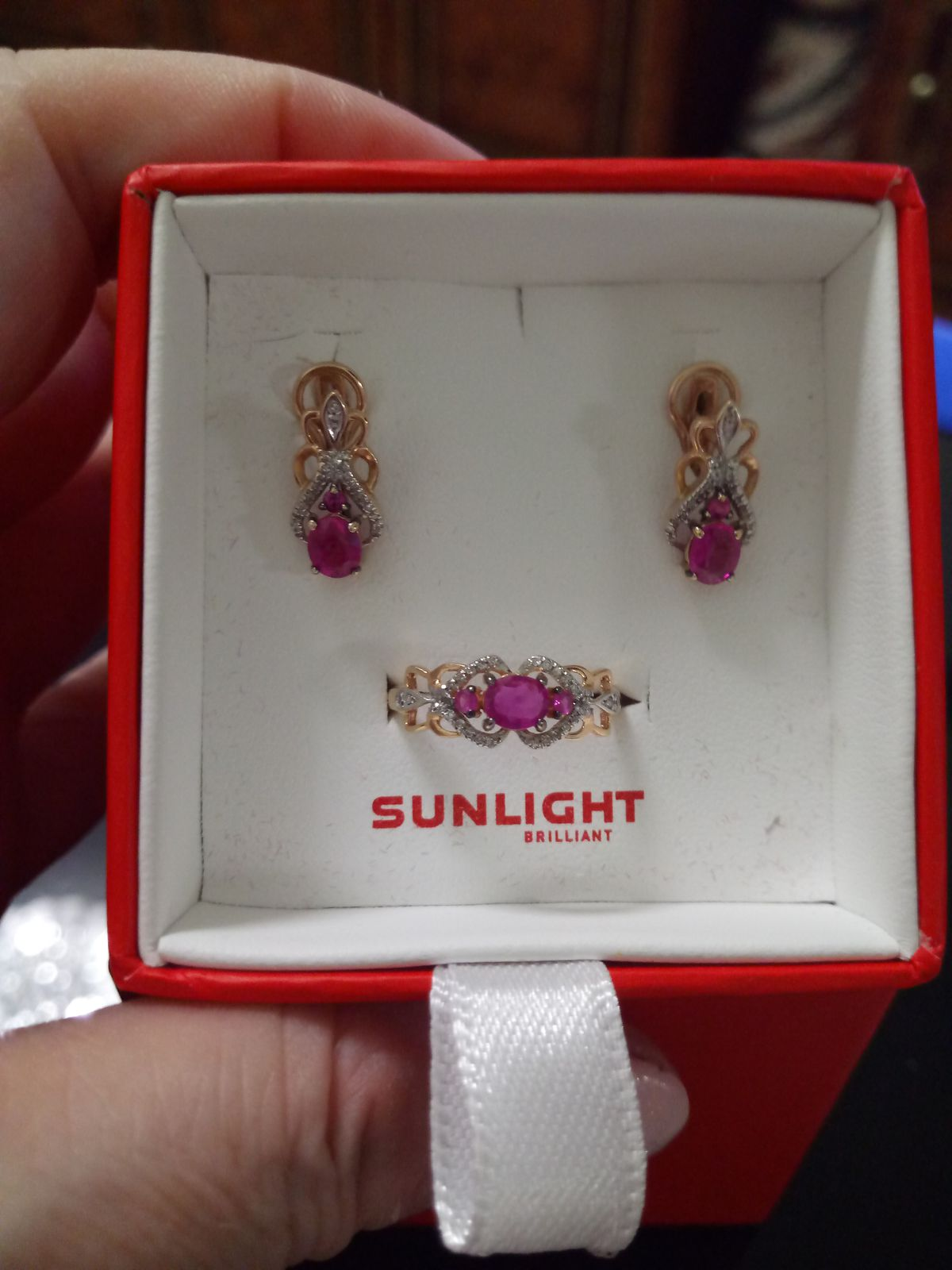 Золотой комплект с рубинами и брилиантами