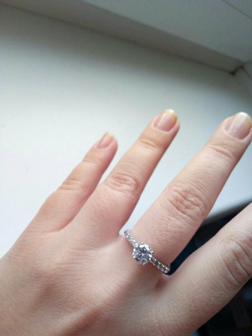 Прекрасное кольцо с фианитами