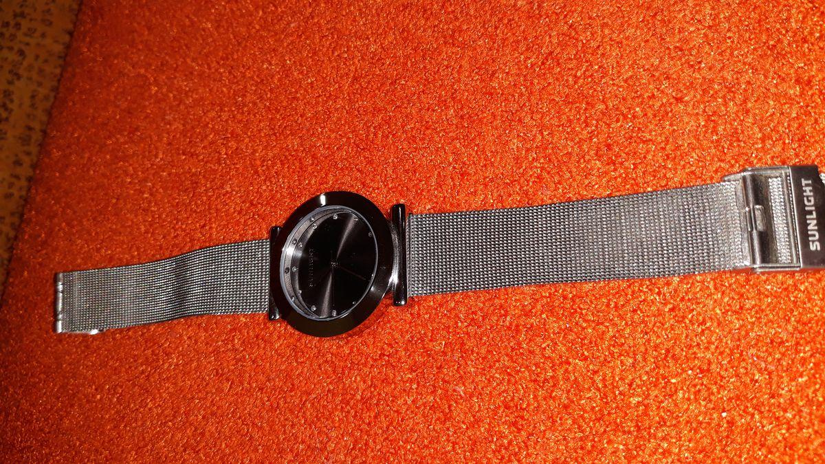 Женские часы на миланском браслете