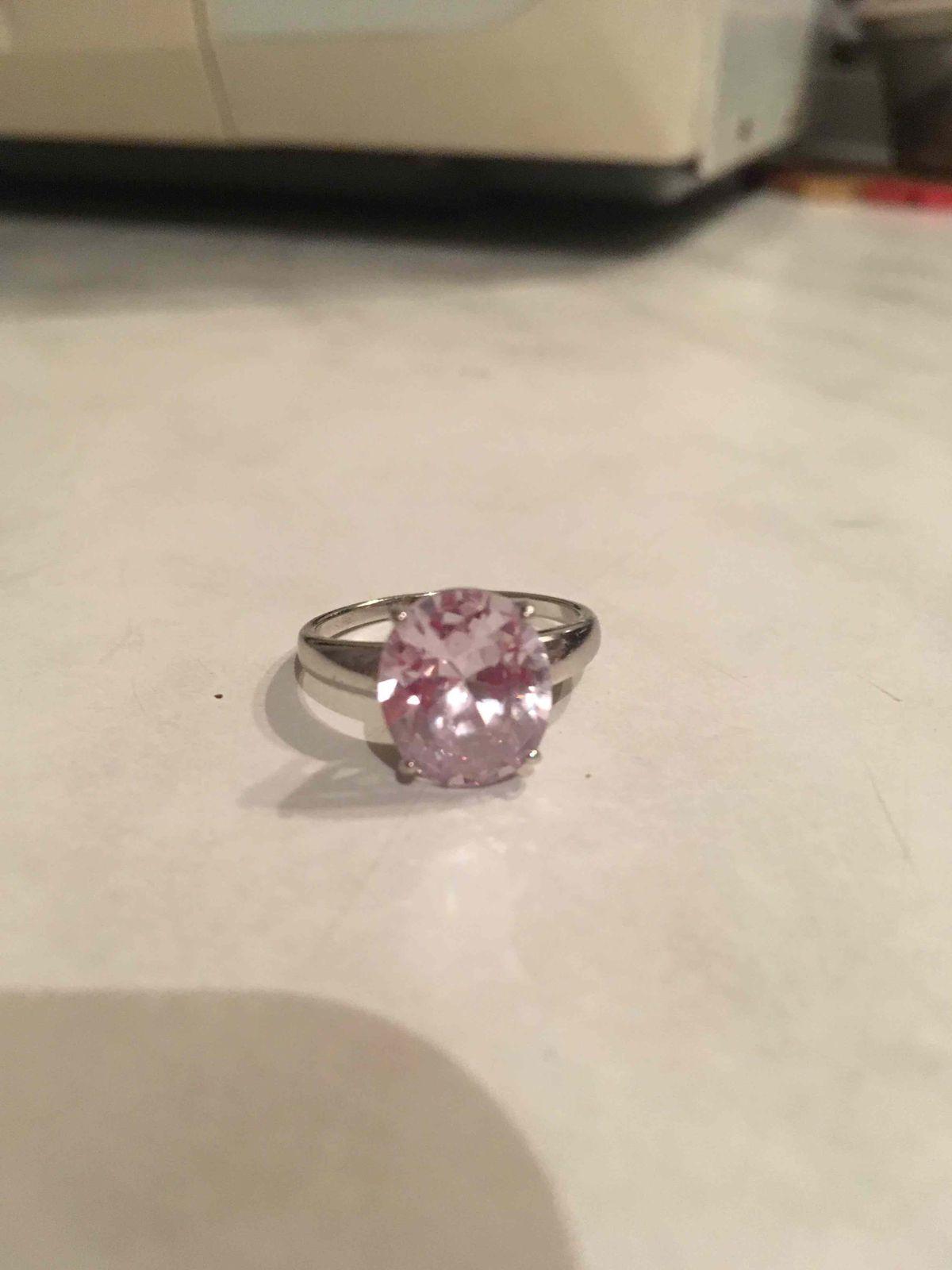 Серебрянное кольцо с нежным белым фианитом