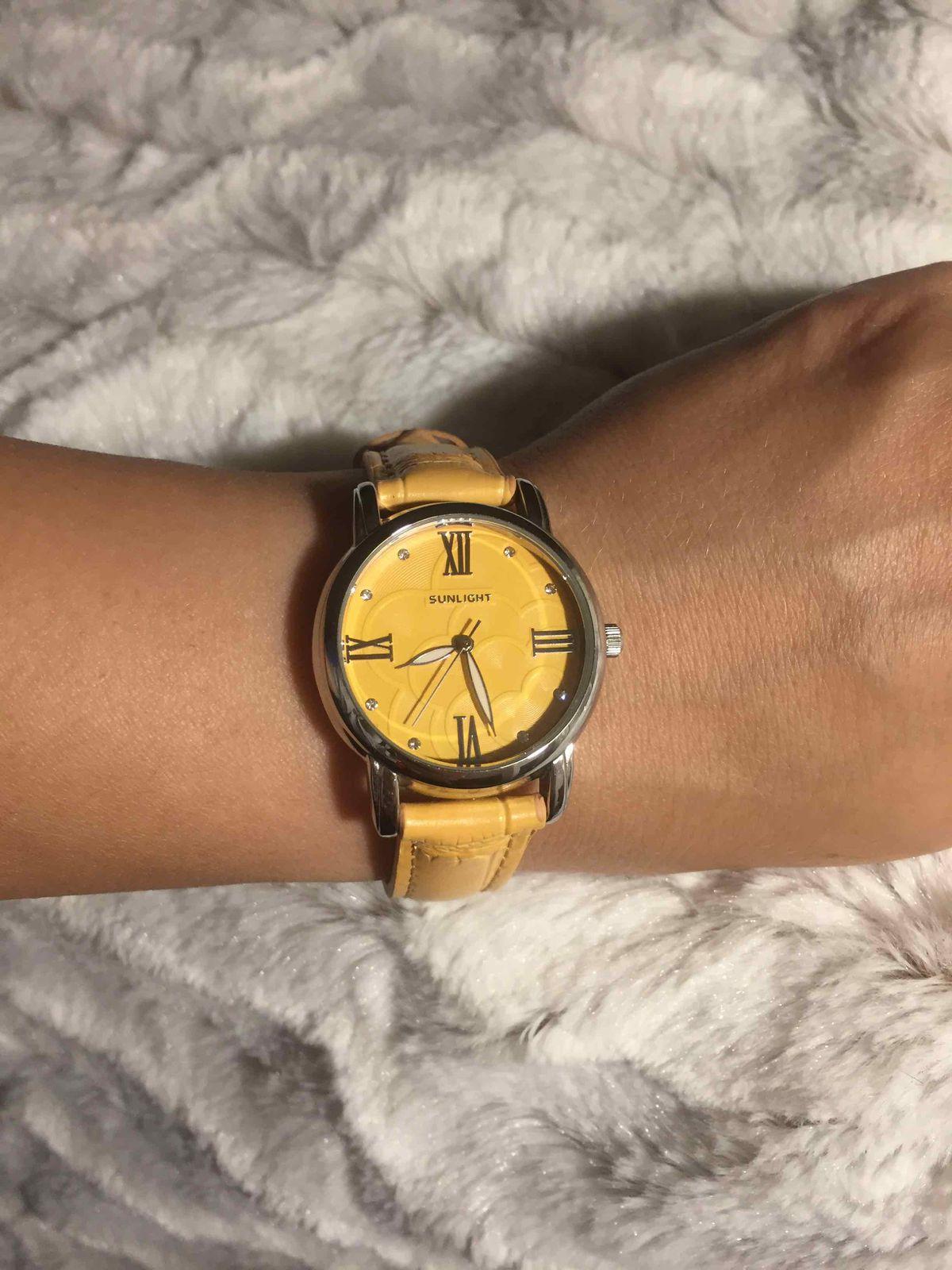 Часы цвета солнца