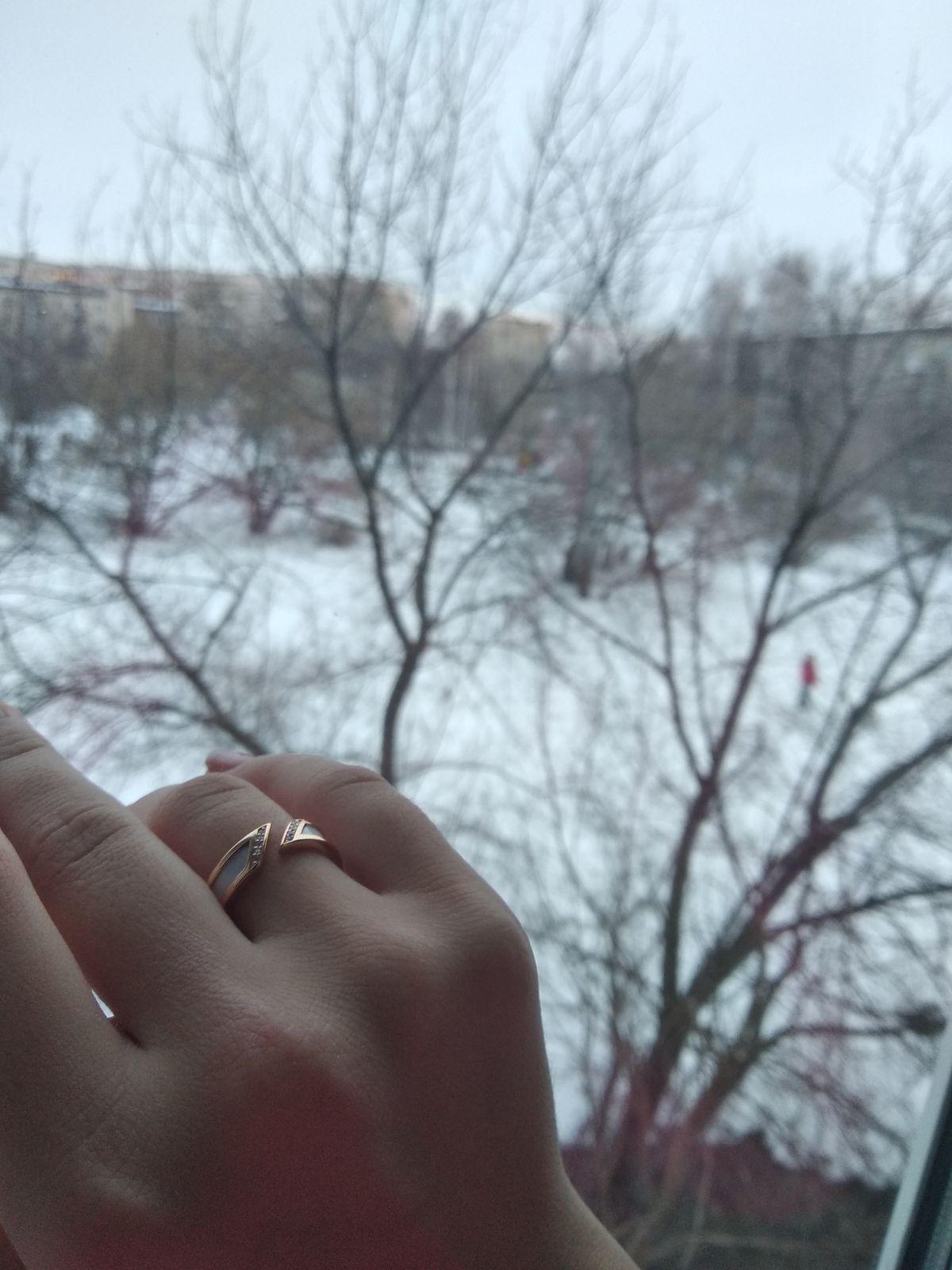 Хорошее, красивое и дорогое на вид кольцо