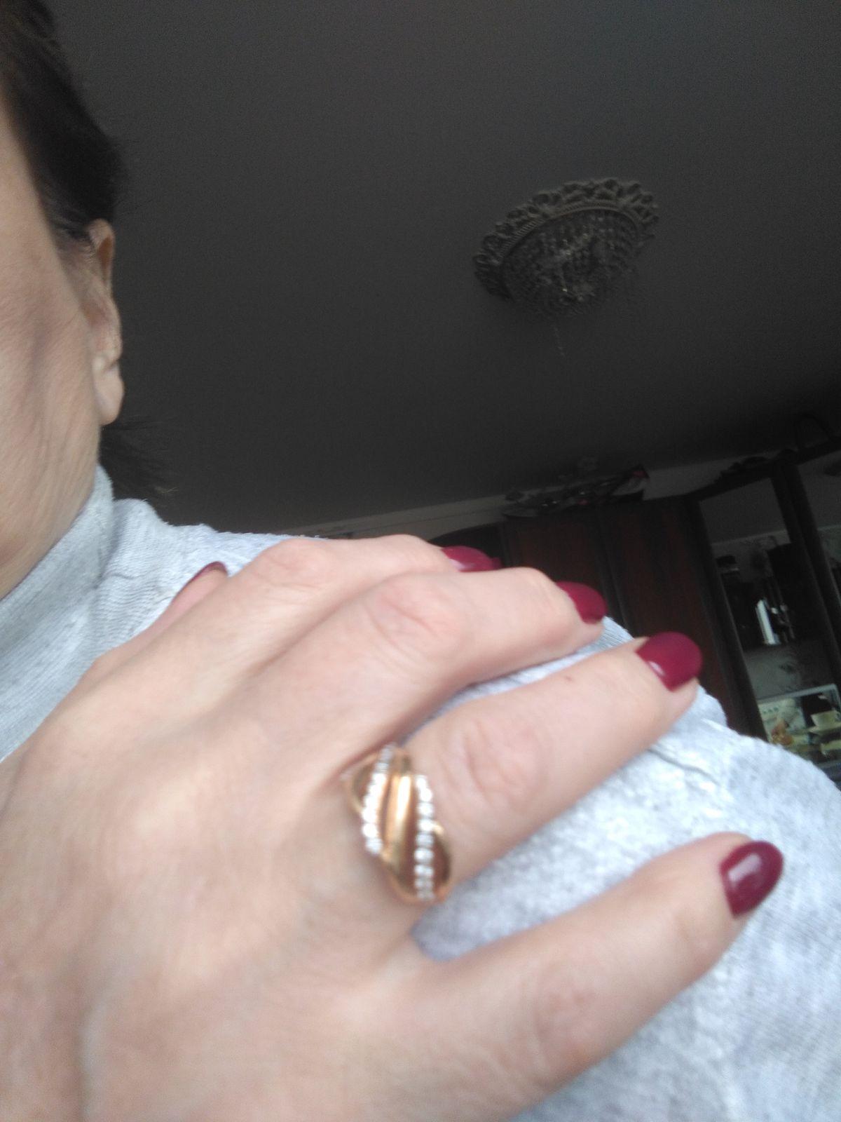 Золотое кольцо с фианитами.