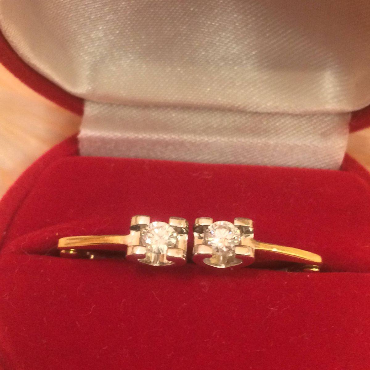 Золотые серьги в лимонном золоте с бриллиантами
