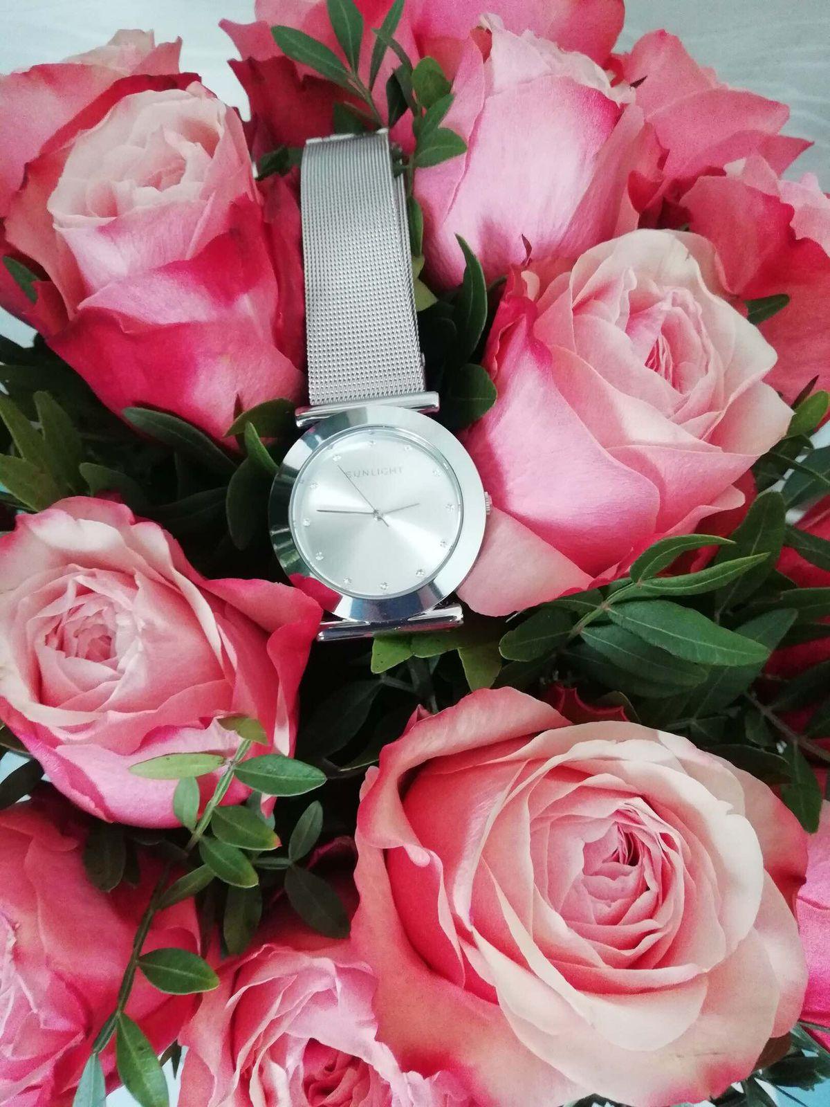 Часы в подарок!