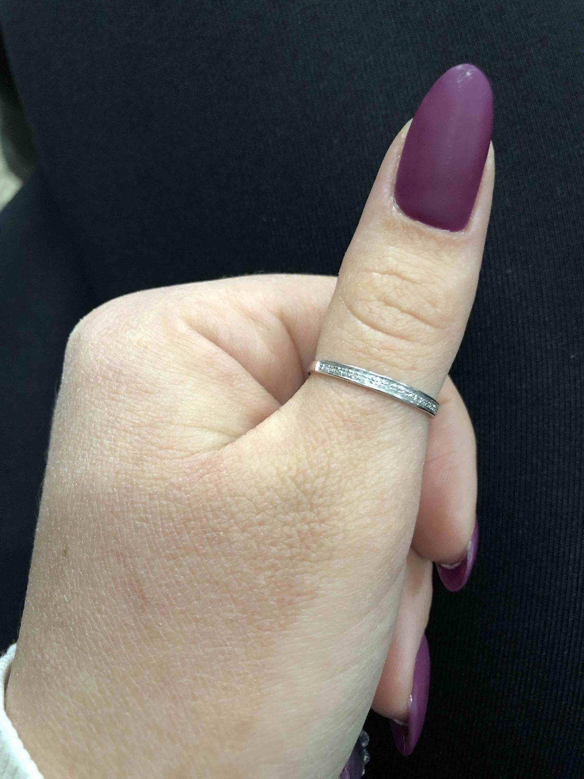 Миловидное колечко с бриллиантовой крошкой