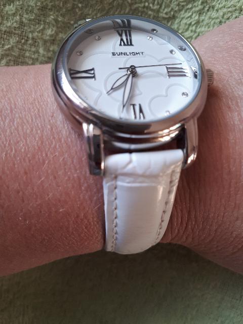 Часы отличные хорошо смотрятся летом .