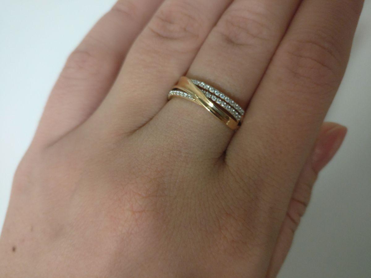 Простое,но вместе с тем красивое кольцо.