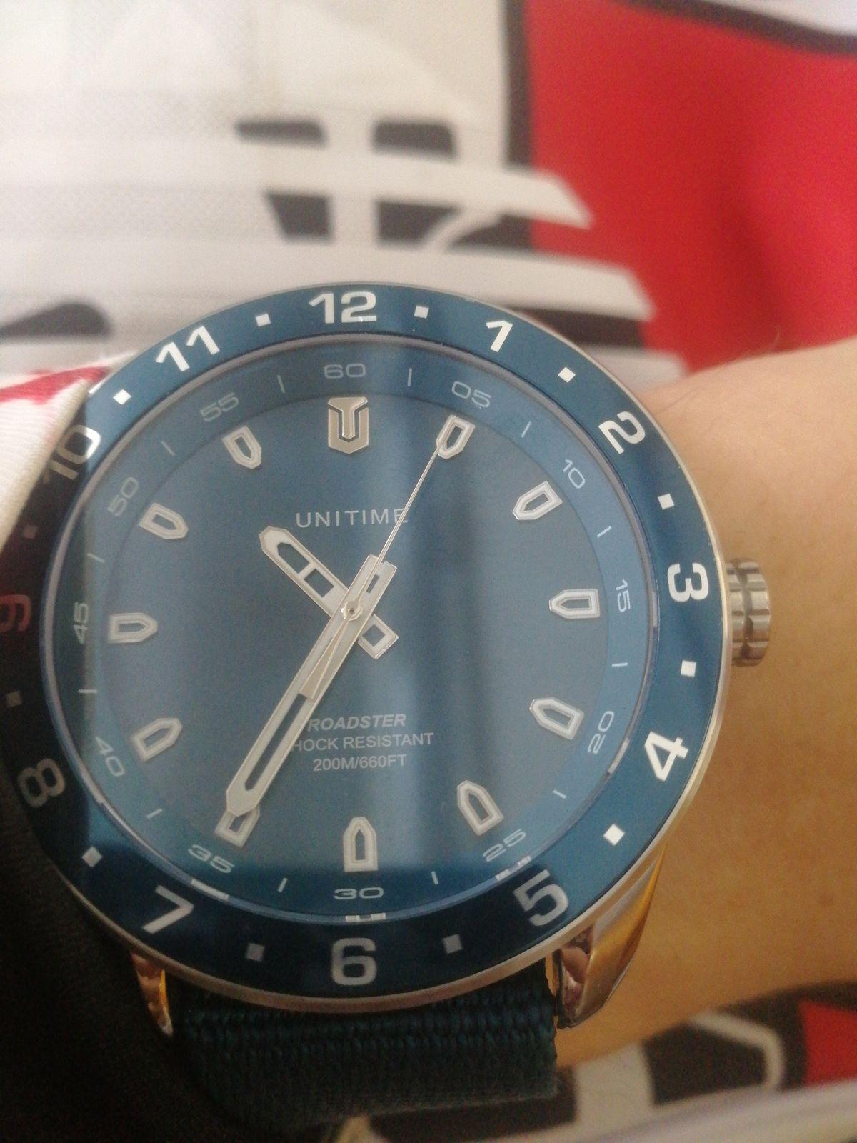 Отличные синие часы