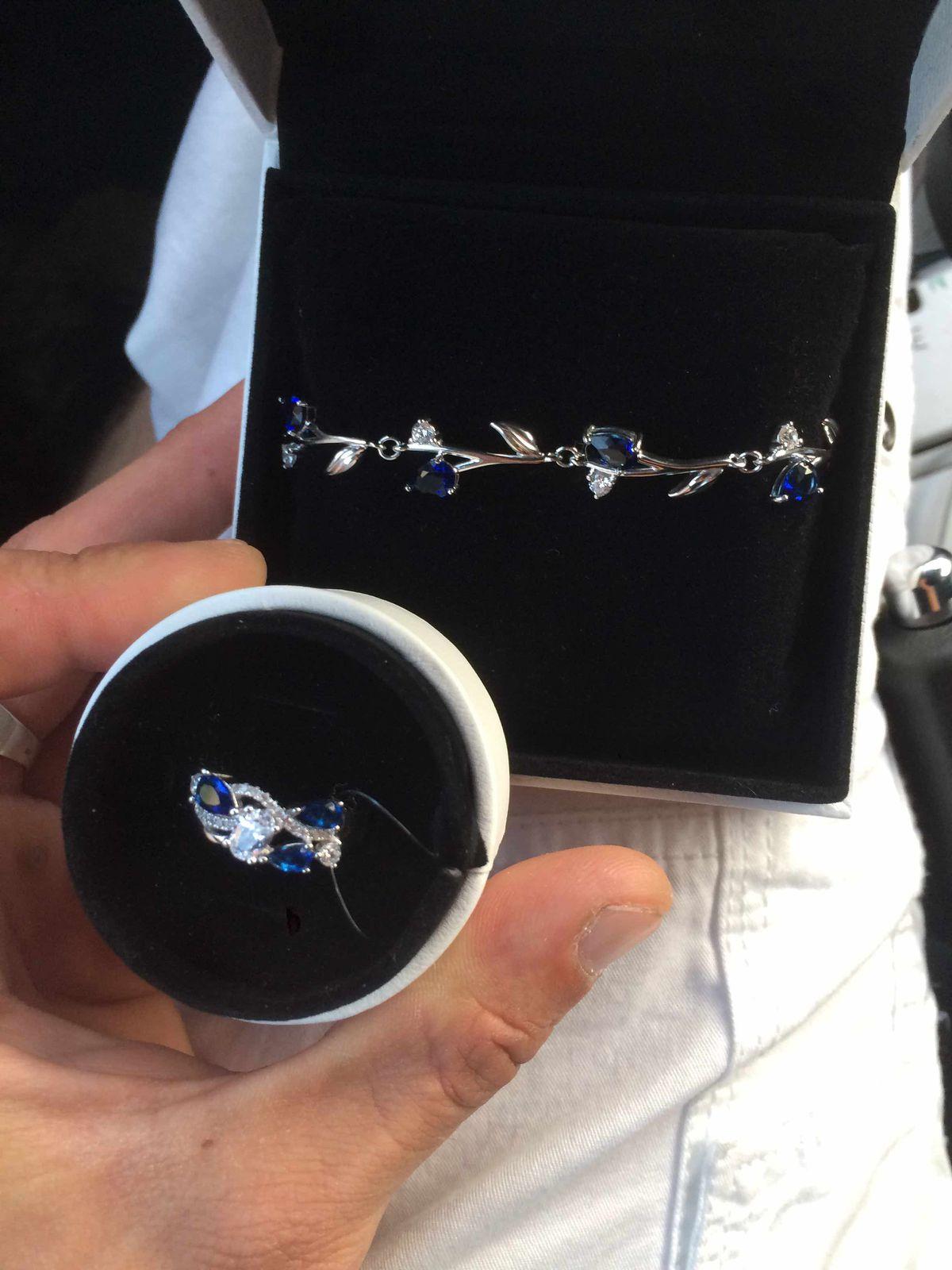 Покупал в комплекте с кольцом выглядит хорошо и достойный подарок